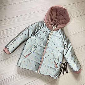 Куртка демисезонная светоотражающая на девочек Сердечки пудра 98