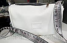 Женский белый клатч из искусственной кожи на молнии с ремешком 25*15 см