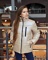 Трендовая демисезонная куртка из плащевки с лаковым покрытием бежевая