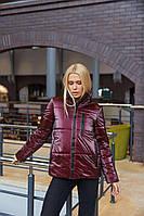 Трендовая демисезонная куртка из плащевки с лаковым покрытием бордо