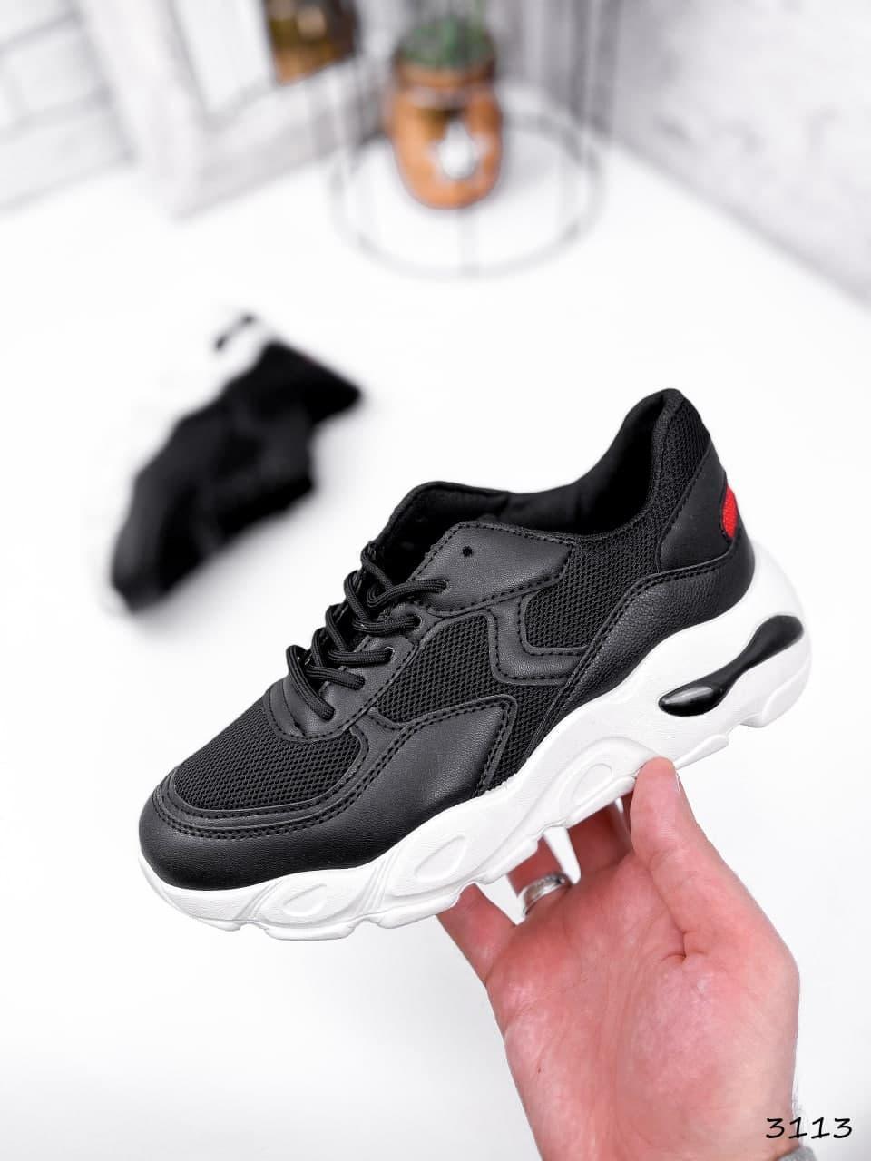 Кросівки жіночі чорні на білій підошві з еко шкіри та текстилю. Кросівки спортивні зі вставками текстилю
