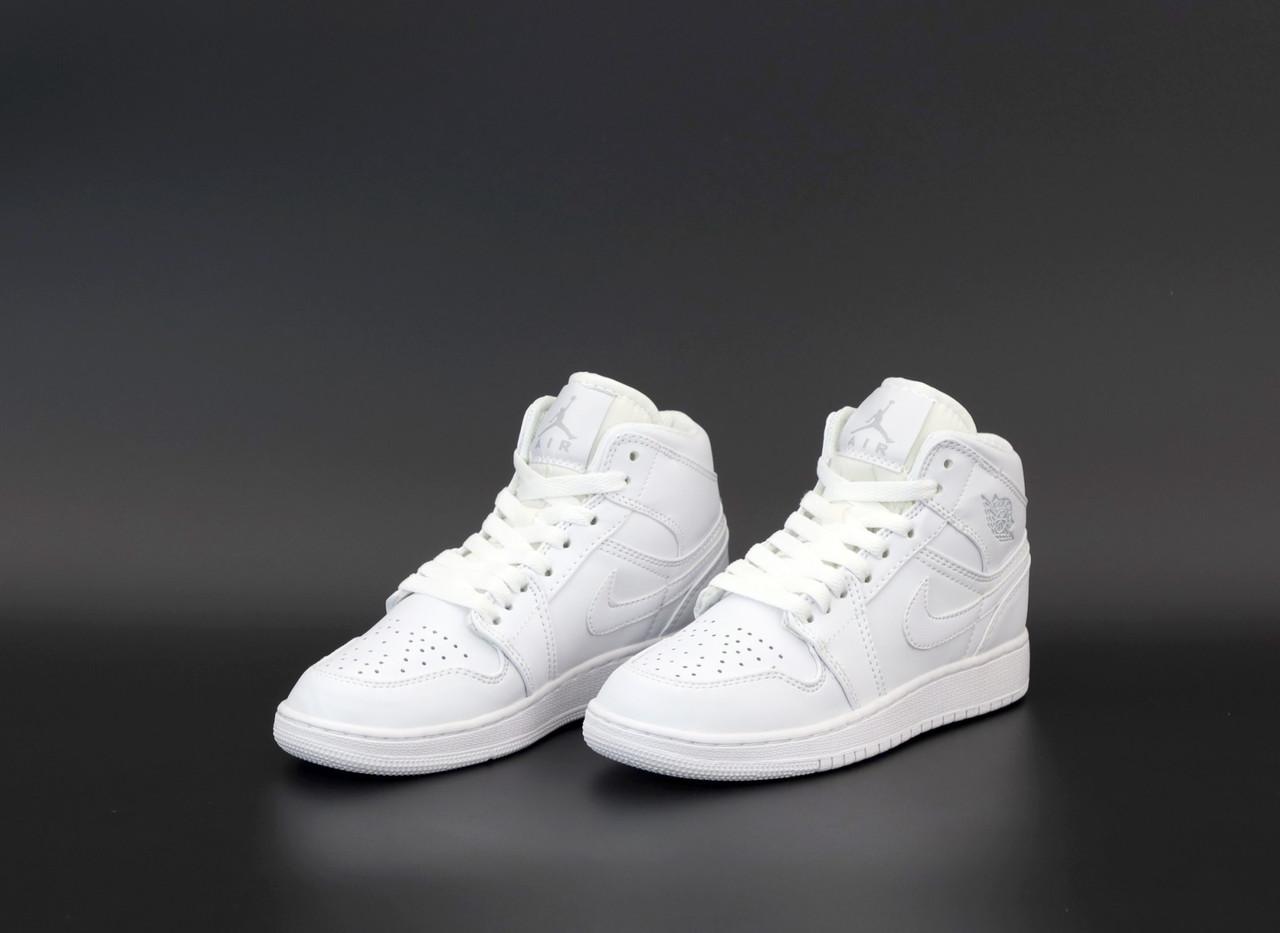 Чоловічі білі Кросівки Nike Air Jordan 1 Retro