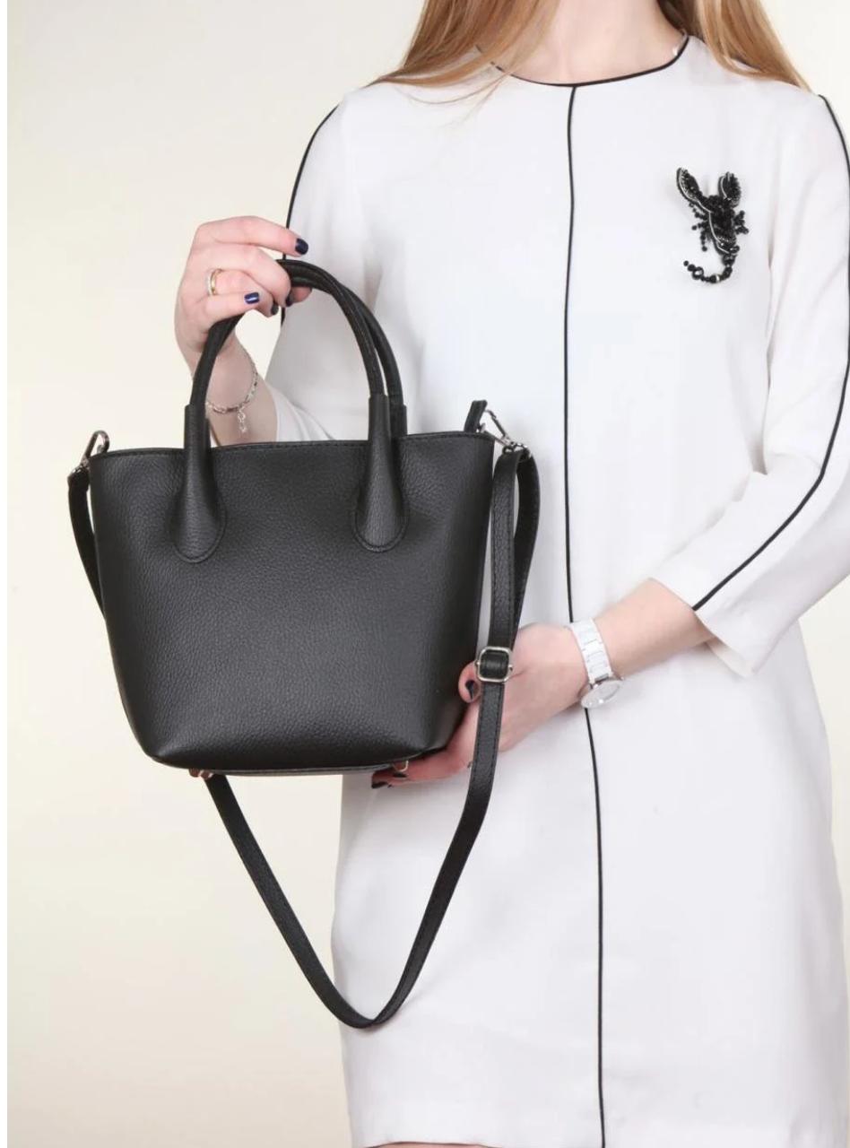 Женская итальянская натуральная кожаная сумка черная 25х22х12