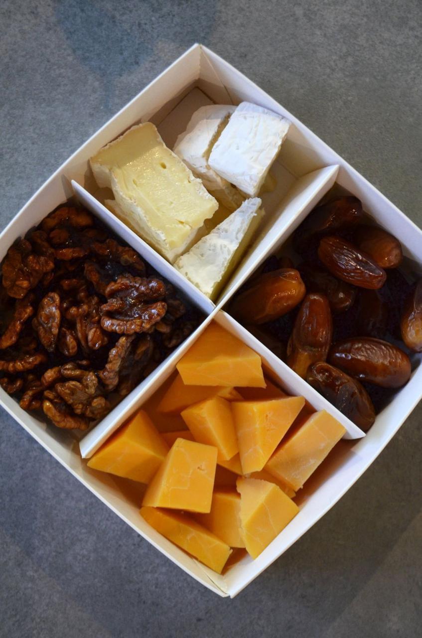 Сет сирний з горішками та фініками, 400 г