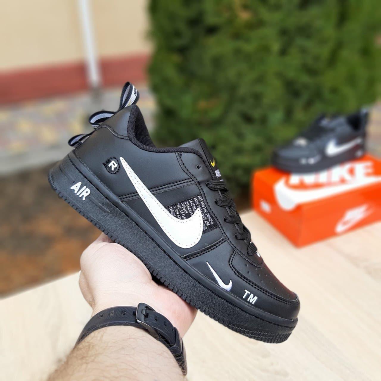 Кросівки Air Force 1 LV8 чорні з білим жіночі кросівки
