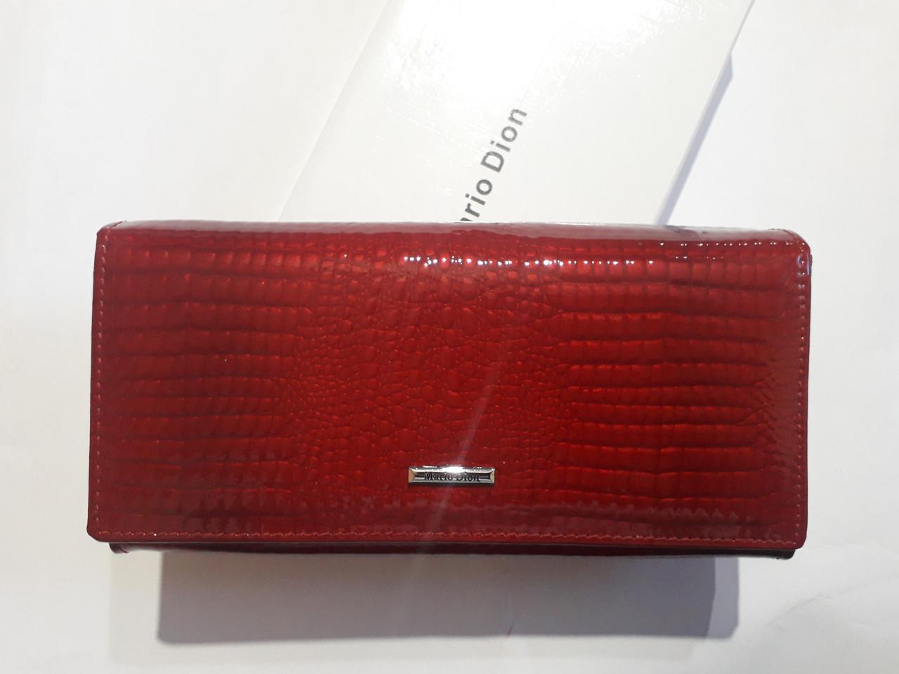 Шкіряний червоний на магніті жіночий лаковий Mario Dion 801А
