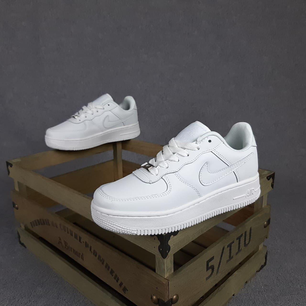 Жіночі кросівки Nike Air Force (білі) O20104 спортивні весняні кроси