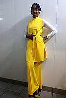 Весенний желто-белый комплект одежды для женщин: брюки-клеш желтые, жилет удлиненный желтый, гольф желто-белый