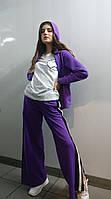 Весенний фиолетово-белый комплект: штаны фиолетовые с лампасами и разрезами, кофта фиолетовая футболка белая