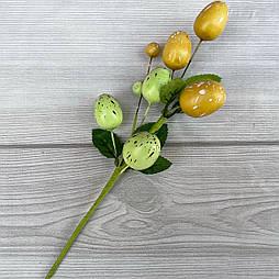Пасхальная композиция бутоньерка зелено золотые  яйца  22см