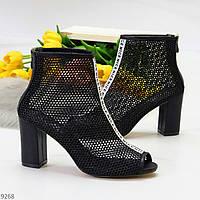 Эффектные дизайнеские летние черные женские ботинки ботильоны на каблуке 38-24,5 см