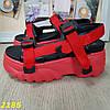 Червоні босоніжки на високій платформі з ремінцями, фото 7