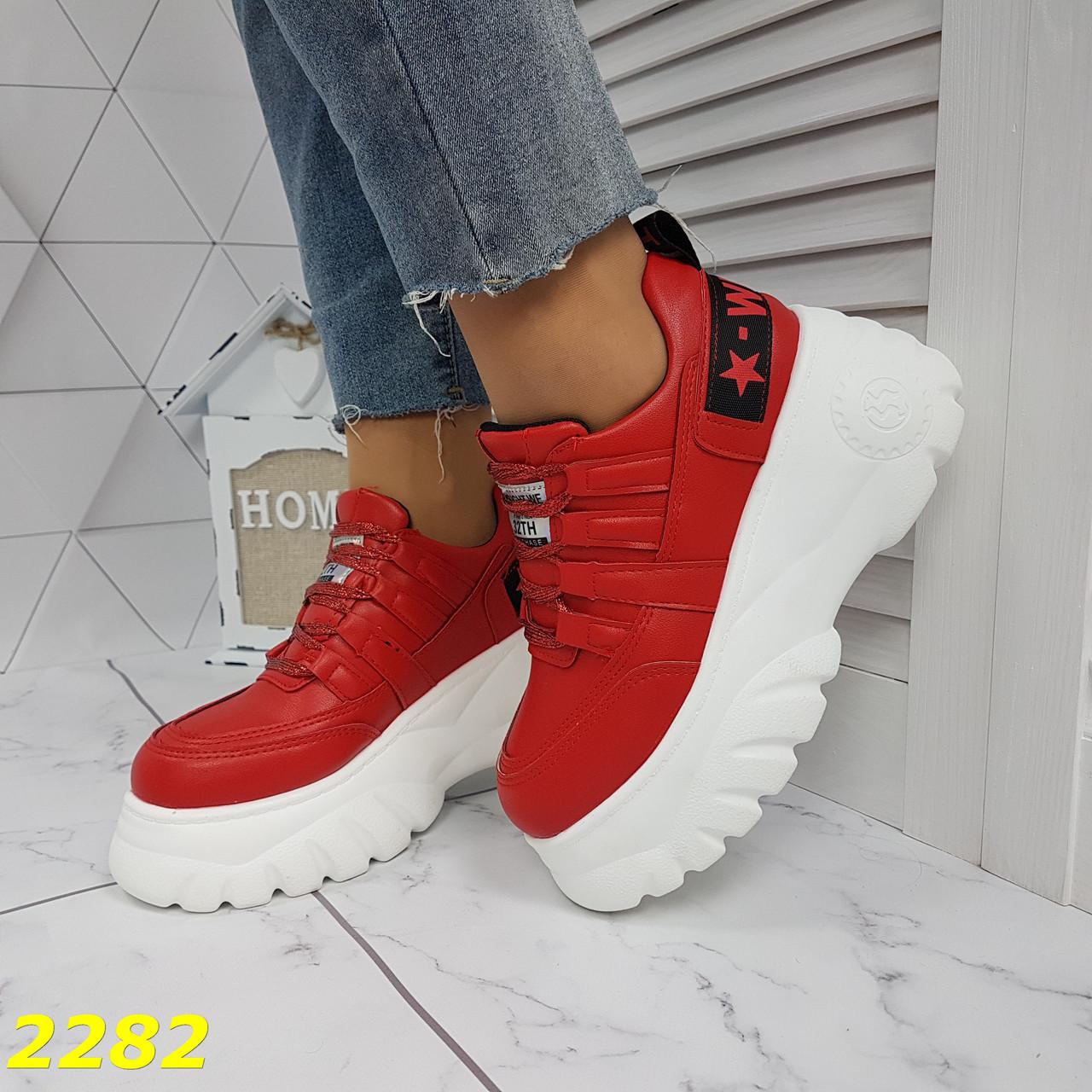 Кросівки на високій платформі червоні