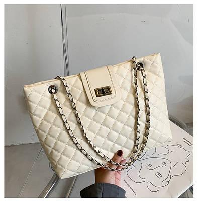 Женская стеганая сумка шоппер на молнии с плетеными ручками бежевая