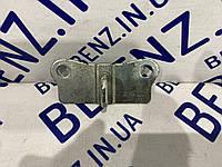 Скоба замка крышки багажника Mercedes W221 A2217580001
