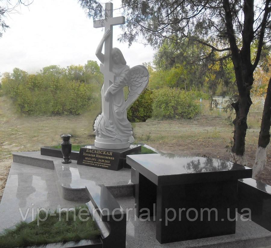 Скульптура на кладбище С-211