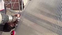 Как стелить сотовый поликарбонат: какой стороной наружу