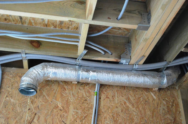 Отдельный изолированный вентиляционный канал для кухонной вытяжки.