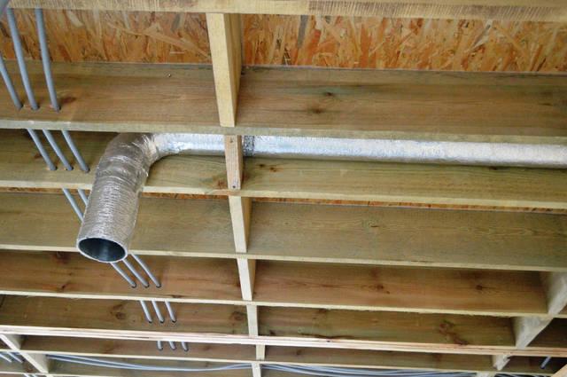 Изолированный воздуховод для вентиляции кухни.