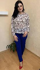 Костюм женский с оригинальной блузой с разрезами