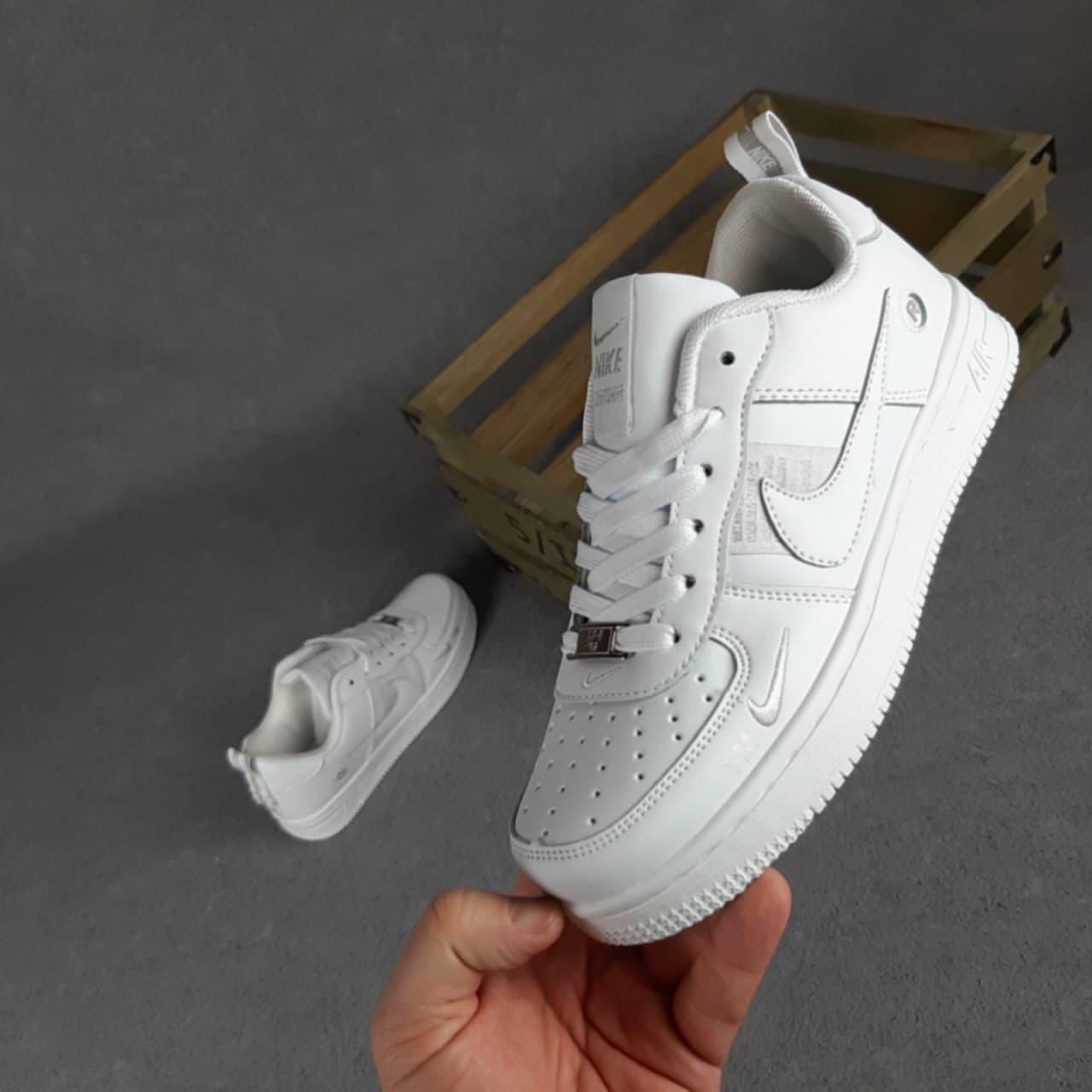 Жіночі кросівки Nike Air Force 1 LV8 (білі) O20318 спортивні стильні кроси