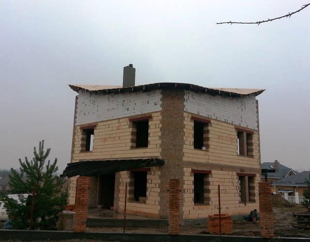 Работы по монтажу вентиляции загородного дома.