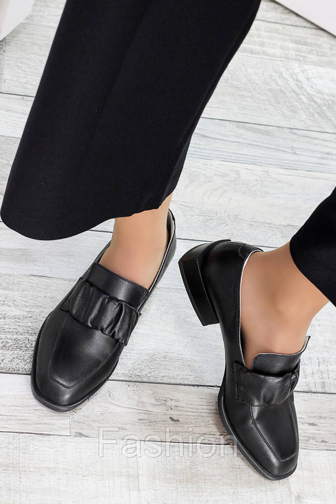 Туфли кожаные женские на низком каблуке