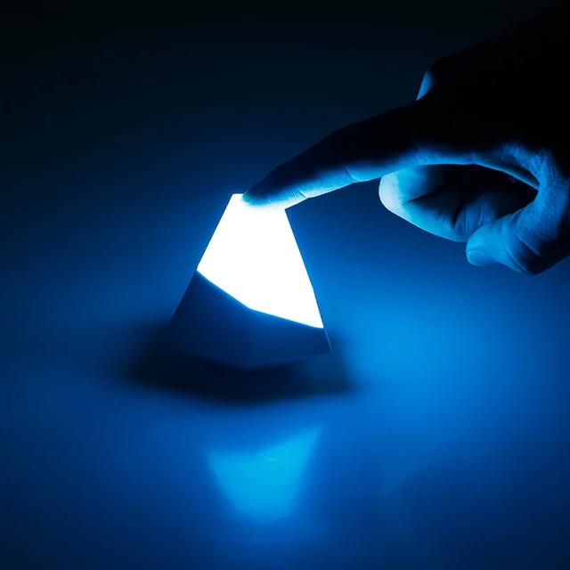 Универсальный RGB ночник-зарядка LUXCEO W9 LED 2 в 1 живое фото