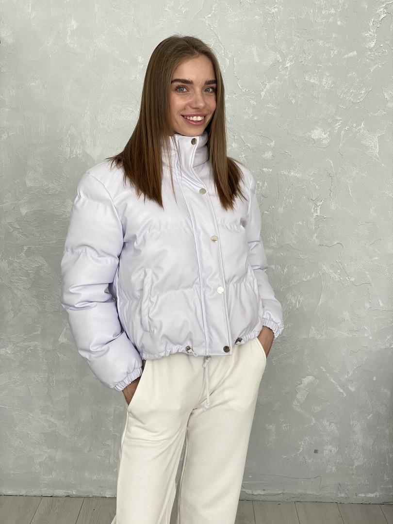 Жіноче зимове пальто на запах під пояс з накладними кишенями зі спущеними кишенями