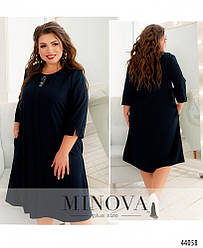Елегантна мінімалістична сукня батал із прикрасою на грудях розмір: 54,56,58,60