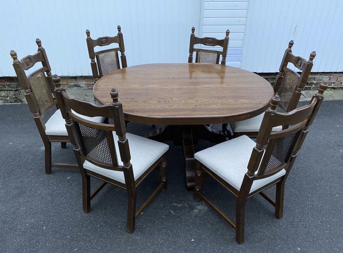 Овальний стіл з масиву дуба зі стільцями. Німеччина