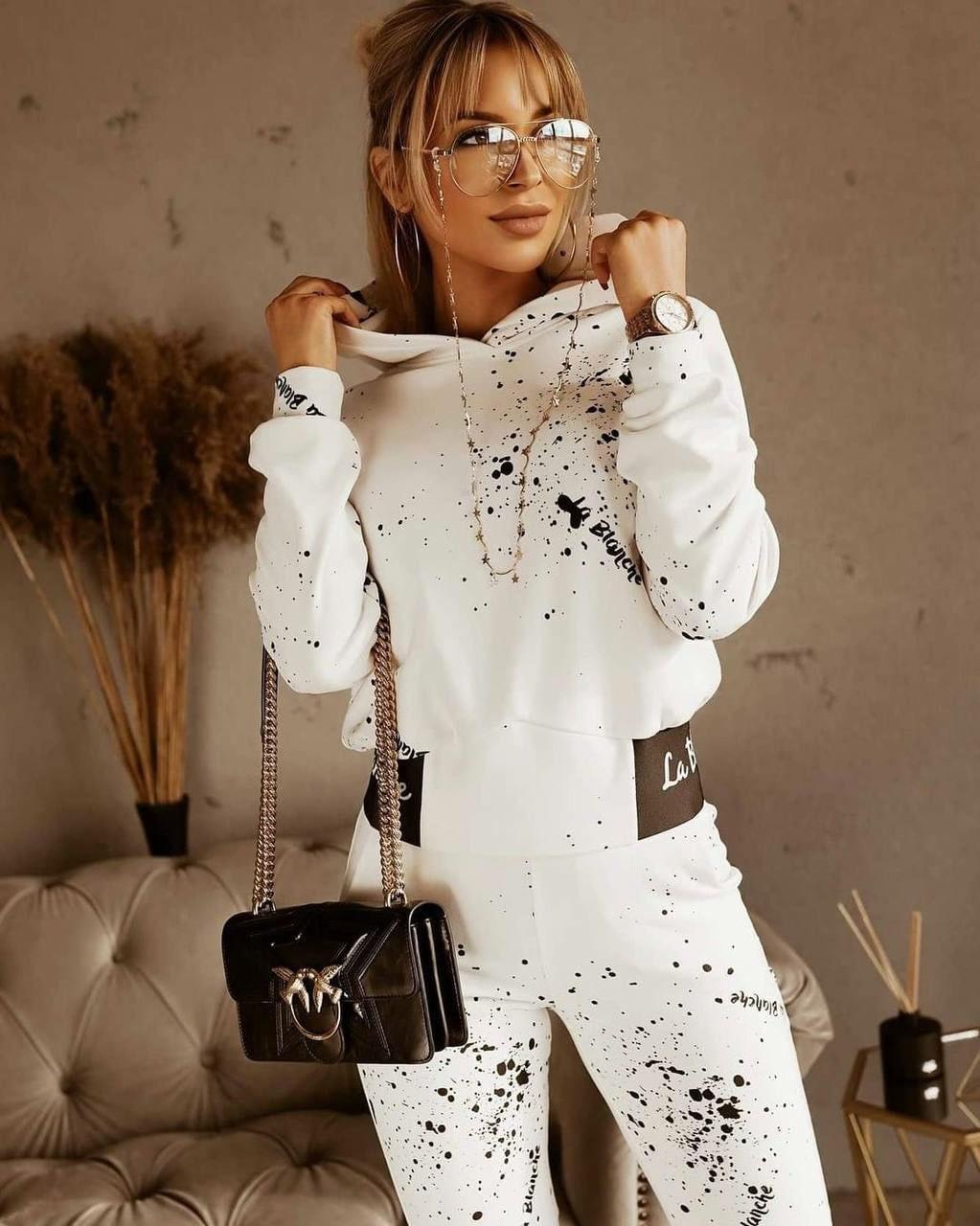 Брючеый костюм з принтом на брюках і кофті в молочному кольорі з капюшоном прогулянковий (р. S - XL) 53ks1671