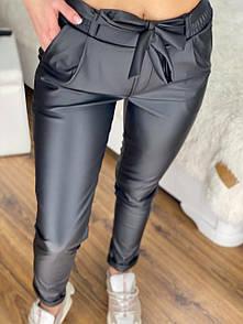 Черные брюки из экокожи женские с поясом и карманами посадка средняя (р.S, M) 53bu580