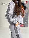 Двухцветный спортивный костюм с воротником стойкой и вставками с принтом (р.S - L) 55so1208, фото 2