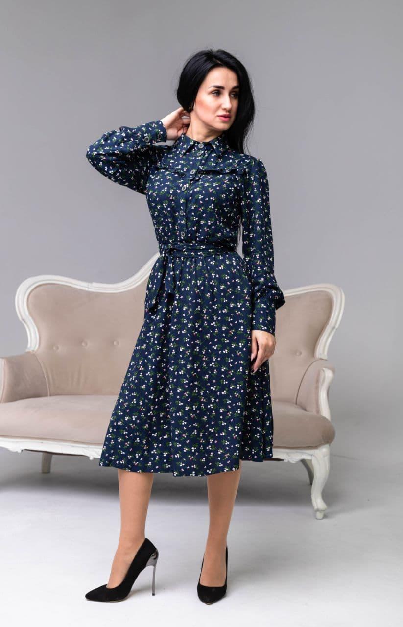 Платье с цветочным рисунком синего цвета