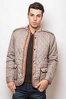 Оригинальная мужская куртка-ветровка на кнопках с интересными карманами и контрастной отделкой бежевая