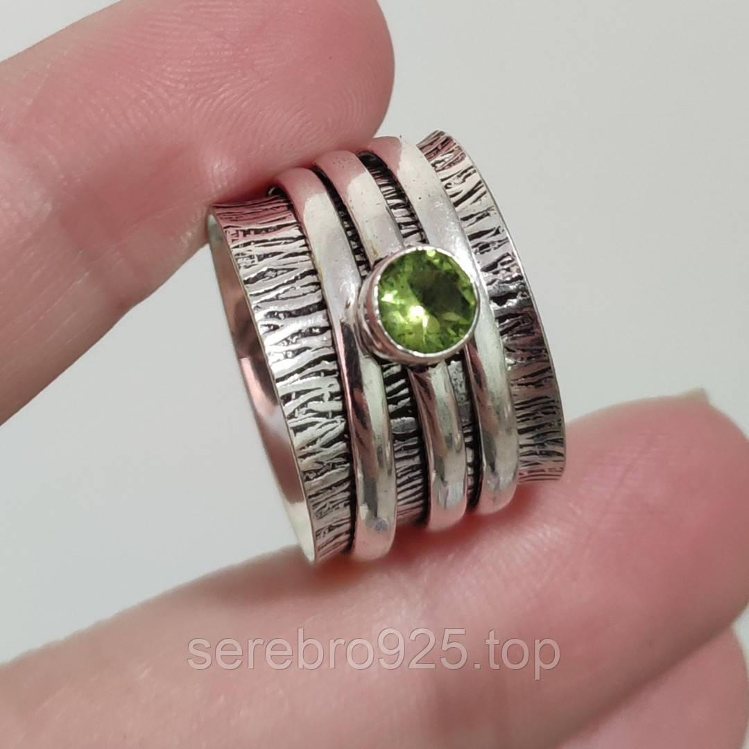 Кольцо ( спиннер) с нат, камнем перидот в серебре 17 р.