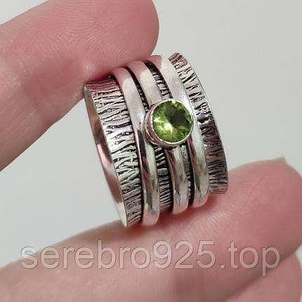 Кольцо ( спиннер) с нат, камнем перидот в серебре 17 р., фото 2