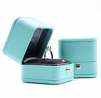 Ювелірна коробочка для пропозиції руки і сердця.