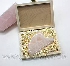 Массажер гуаша кварц сердце в подарочной упаковке.