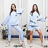 Стильний молодіжний жіночий костюм трійка оверсайз: завужені штани і широка кофта і шорти, фото 7