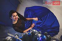 Платье женское длинное из атласа и гипюра - Электрик