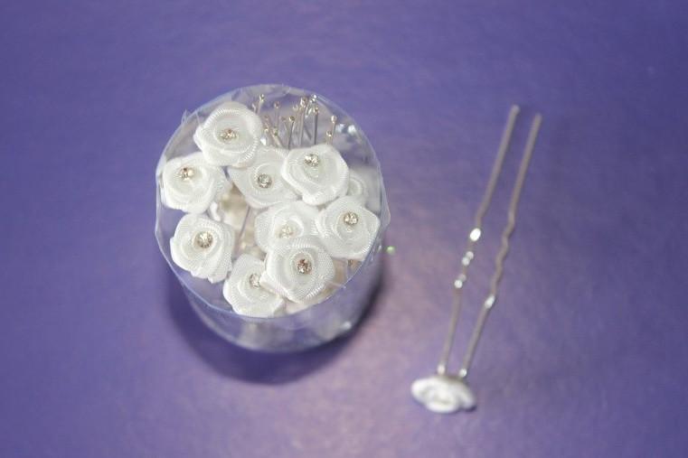 Шпилька Цветочек с камнем для волос белый