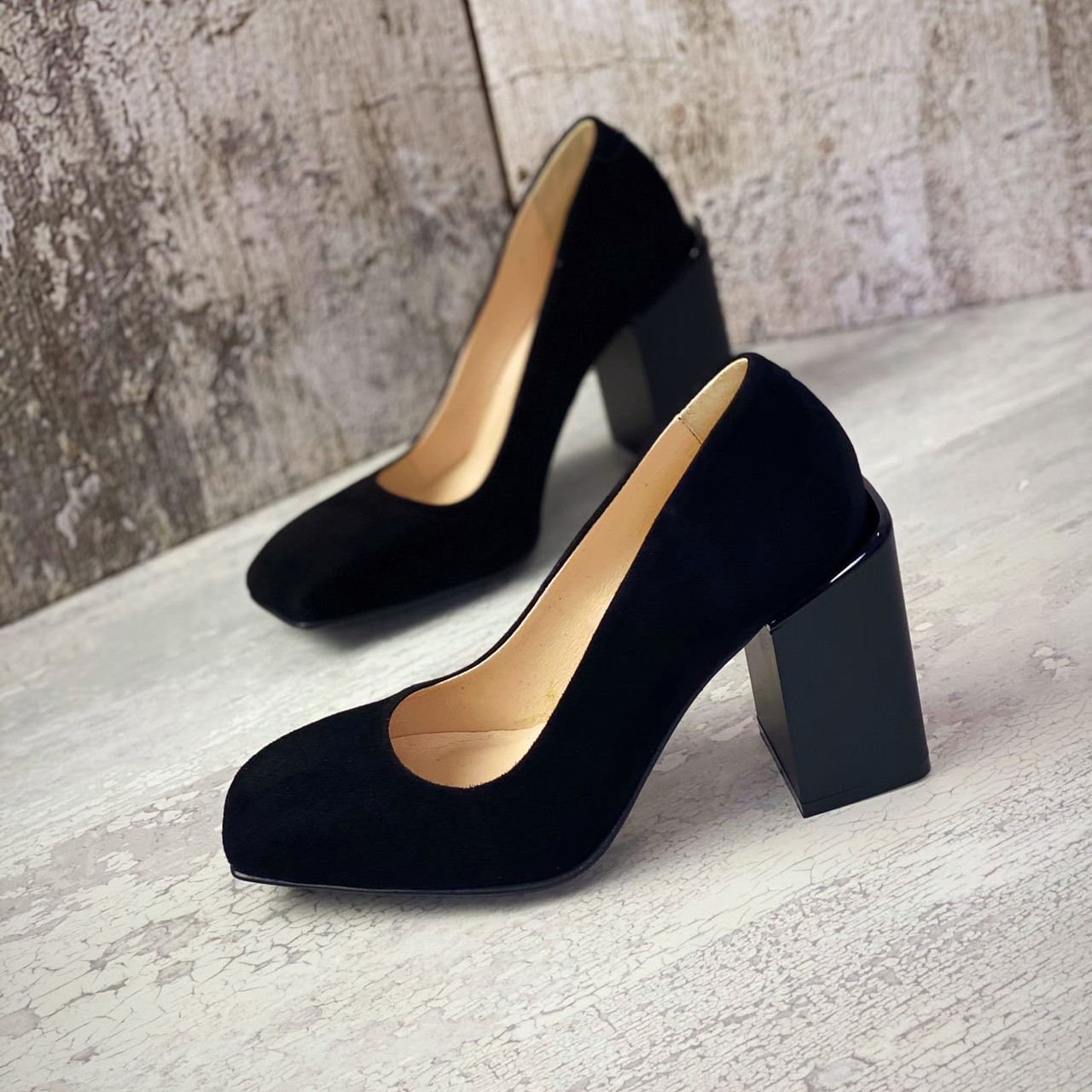 Жіночі класичні туфлі на підборах з натурального замша 36-40 р чорний