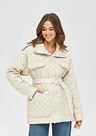Женская модная стеганая куртка с поясом и накладными карманами бежевая