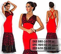 Красивое нарядное женское платье с кружевным лифом и пышной юбкой  красное
