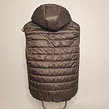 Утепленный стеганый жилет безрукавка демисезонный мужской из плащевки на силиконе с капюшоном с карманами, фото 3