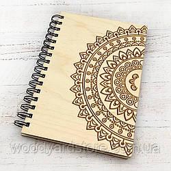 """Дерев'яний блокнот А5. Дизайн """"Мандала"""". Білі аркуші в лінійку.  Колір обкладинки original (без фарбування)."""