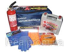 Набір автомобіліста 8 одиниць (трос, жив безпо,аптечка,ав.знак,огнетуш.1кг,рукавички,ганчірка, сумка)