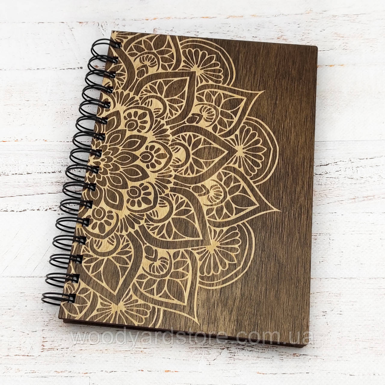 """Деревянный блокнот А5. Дизайн """"Мандала"""". Листы цвета """"слоновая кость"""" в линию.Цвет обложки палисандр"""